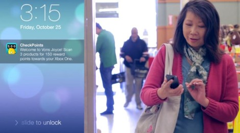 Shopper Using iBeacon in Grocery Store